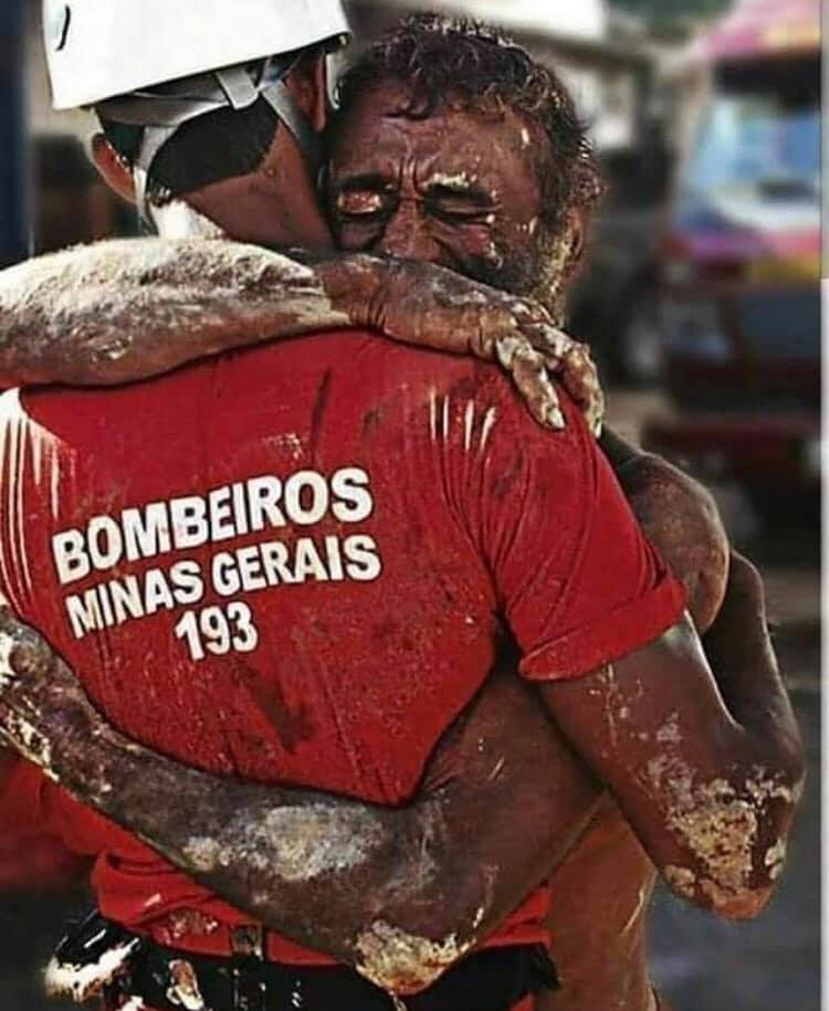 Um dos momentos de resgate do Corpo de Bombeiros em 2011. Aislan Henrique/Divulgação/Corpo de Bombeiros