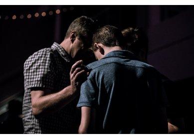 Dia da amizade: promova o culto evangelístico em sua igreja local