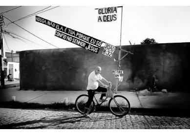"""João """"Evangebike"""": evangelismo sobre duas rodas pelas ruas do Rio"""