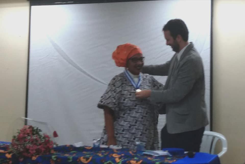 Pastora Kaká Omowalê recebe homenagem com Medalha Tiradentes da ALERJ