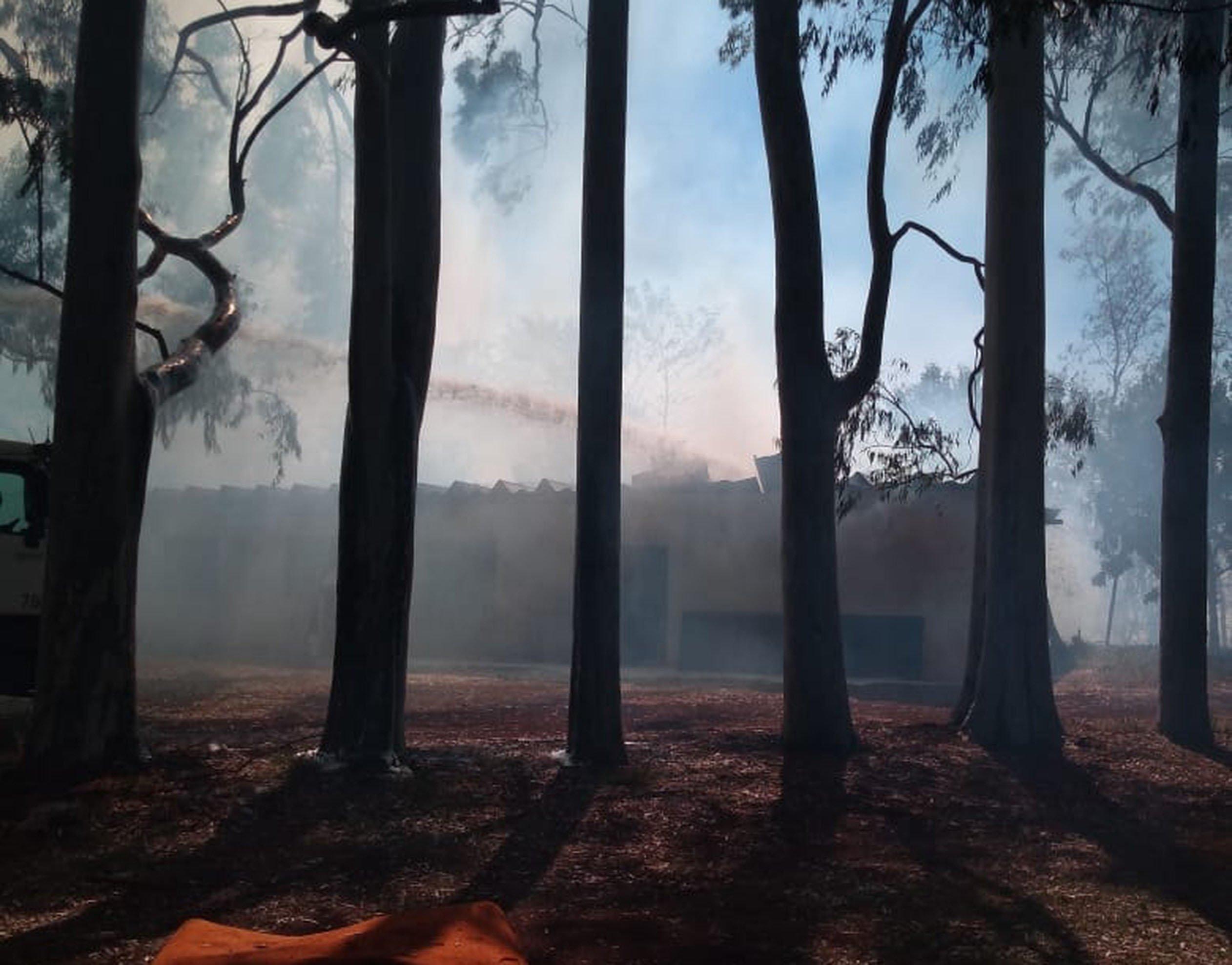 Incêndio atinge barracão em campus da Unimep de Santa Bárbara d'Oeste, SP