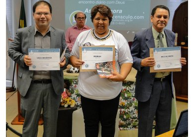 Ganhadores da 2ª edição do concurso no Cenáculo recebem o prêmio em São Paulo