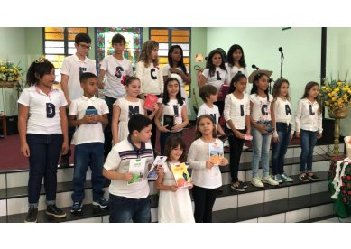 Crianças metodista de Guaçuí louvam a Deus no Dia da Escola Dominical