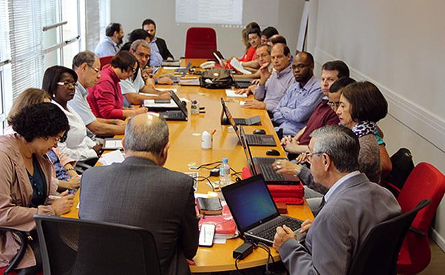 Representantes das delegações reunidos na Sede Nacional