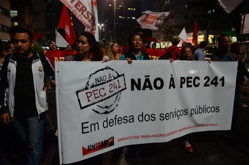 Registro de protestos na Avenida Paulista contra a PEC 241 | Rovena Rosa | Agência Brasil