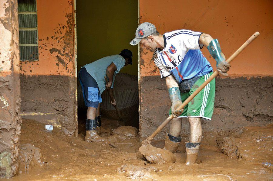 Moradores contam com o apoio de voluntários/as | Antonio Cruz | Agência Brasil