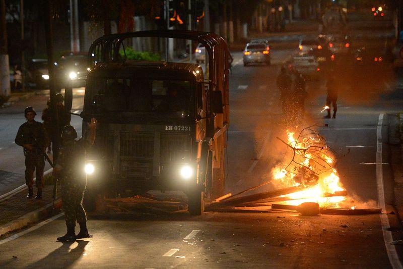 Protesto de moradores em frente ao quartel-geral de Vitória | Tânia Rego | Agência Brasil