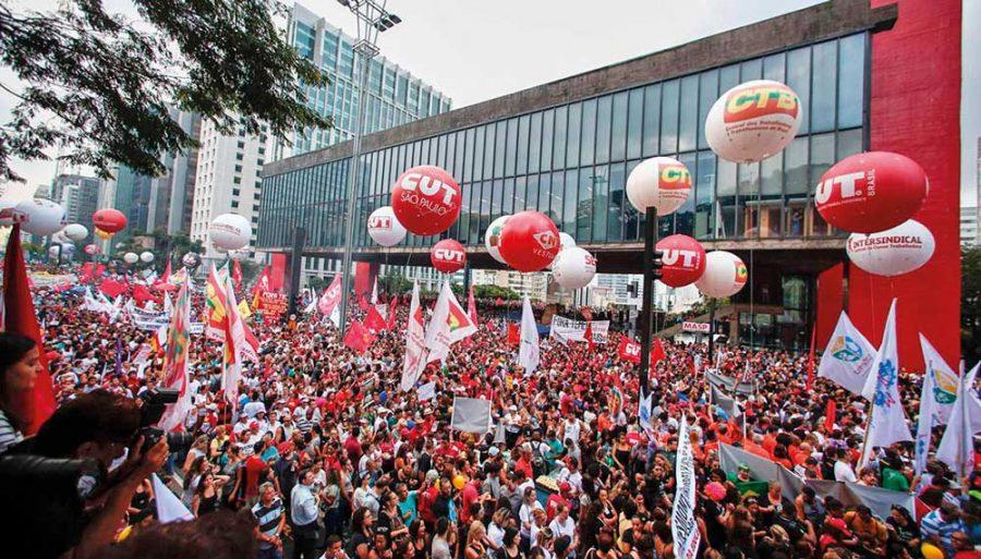 Ato na Paulista contra a Reforma da Previdência mobilizou milhares de pessoas em todo o Brasil. Na foto a manifestação na Paulista no dia 15 de março.