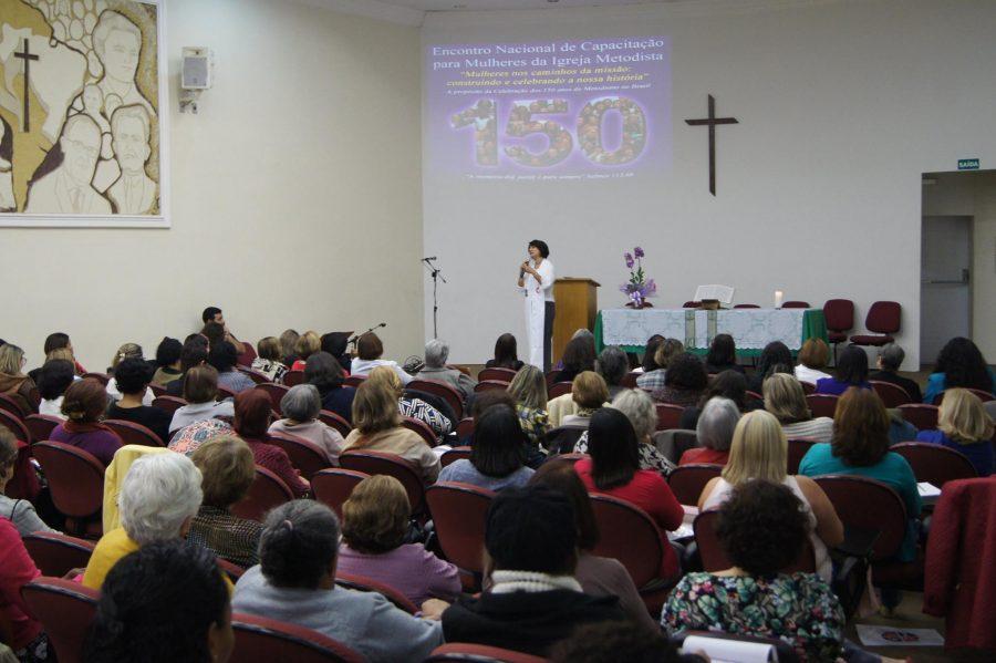 Bispa Assessora da Confederação, Marisa de Freitas Ferreira, pregou na abertura do encontro. Foto: Isabelle de Freitas.