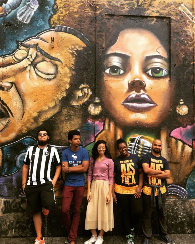 Atual Mesa Executiva da Femejo 2016-2017 no Mural da Pedra do Sal (em ordem: Cristiano Santos, Bruno Nogueira. Priscila Dantas, Ida Brown e Luis Moura)